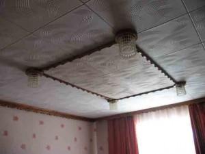 Как сделать потолок в гостиной