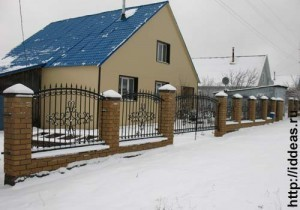 забор с кованой решеткой