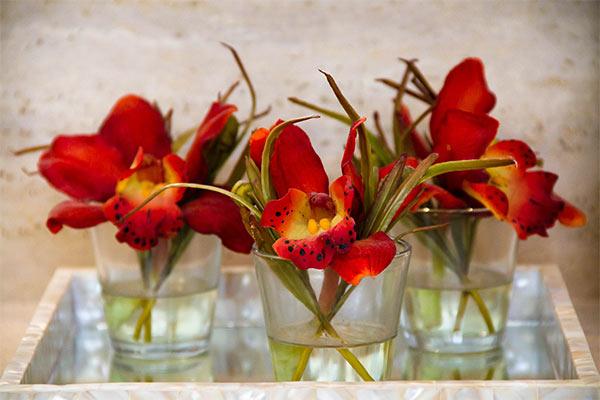 эффектные украшения из цветов