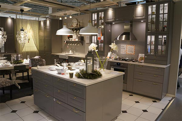 Какие кухонные шкафы выбрать: с полками или ящиками?