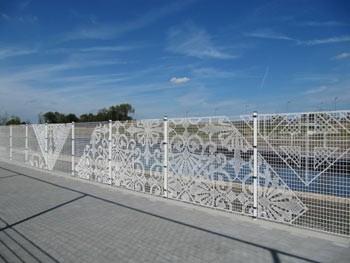 забор с кружевами