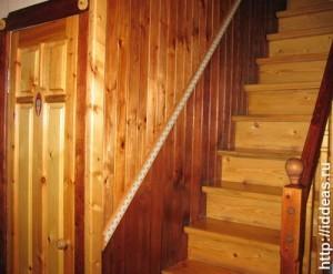 стена над лестницей