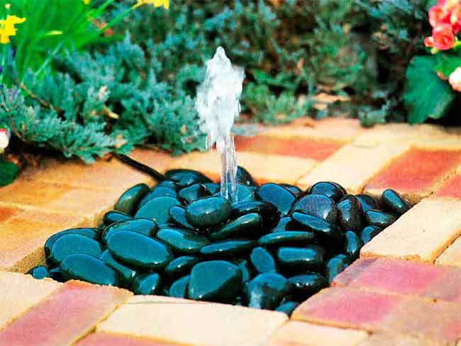 летний садовый фонтан