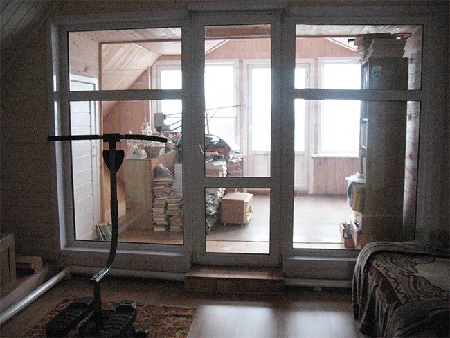 панорамное окно на мансарде