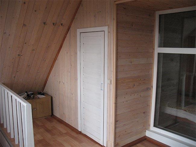 небольшая дверь