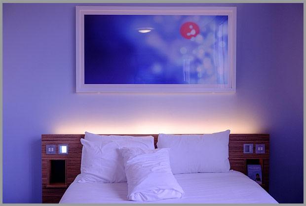 синий цвет спальни