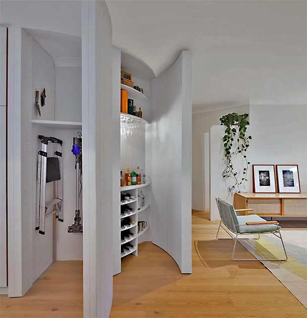 шкаф в округлой стенке