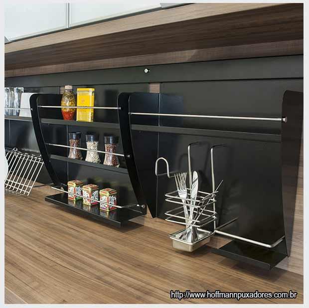 черные кухонные полки