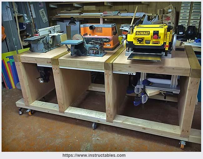 рабочий стол с тремя поворотными столешницами